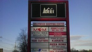 rei-sign-shopping-complex